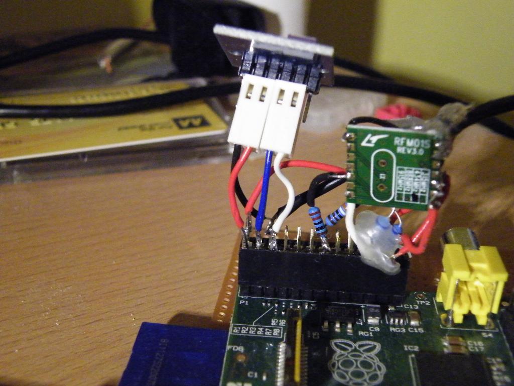 Raspberry Pi reading WH1081 weather sensors using an RFM01